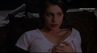 Alyssa Milano - Lets nude photographs taken of her, Full Frontal nudity - Embrace of the Vampire (19