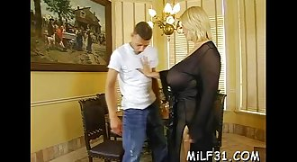 Hottie loves getting fucked